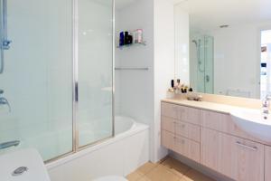 fleet lane apartments in brisbane australia best rates. Black Bedroom Furniture Sets. Home Design Ideas