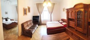 Excellent Old Town Apartment