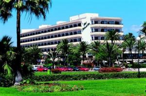 Hotel Bahia Del Este Cala Millor Booking Com
