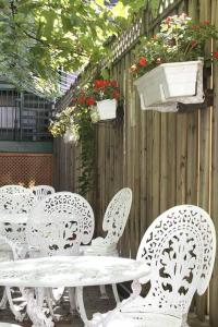 auberge le jardin d 39 antoine in montreal canada best. Black Bedroom Furniture Sets. Home Design Ideas