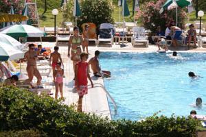 Green garden resort in mestre italy best rates - Green garden piscina ...