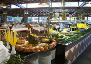 Hovima jardin caleta in adeje spain best rates for Jardin caleta aparthotel tenerife