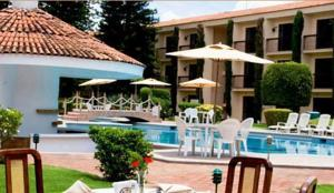 Surrounded By Gardens Hotel Jerico Offers An Outdoor Pool Tennis Courts A Gym With Sauna And Air Conditioned Rooms Free Wi Fi The Centre Of Zamora