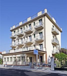 Hotel Verbena a Lido di Camaiore, Italy - Migliori Tariffe Garantite ...