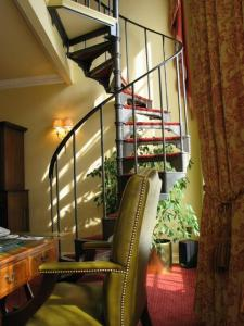 The marble arch by montcalm booking