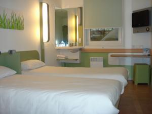 Ibis budget paris porte de montmartre in parijs france laagste prijsgarantie lets book hotel - Ibis budget paris porte de montmartre ...