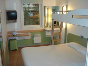 Ibis budget paris porte de montmartre in paris france - Ibis budget hotel paris porte de montmartre ...
