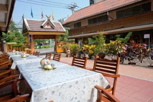 chiang mai chat rooms Eco resort chiang mai creatively reinvented the simplicity of the hostel concept of budget  174 beds of shared rooms in various categories including free wifi.
