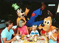 Disney character dinner at chef mickey s restaurant lets book hotel